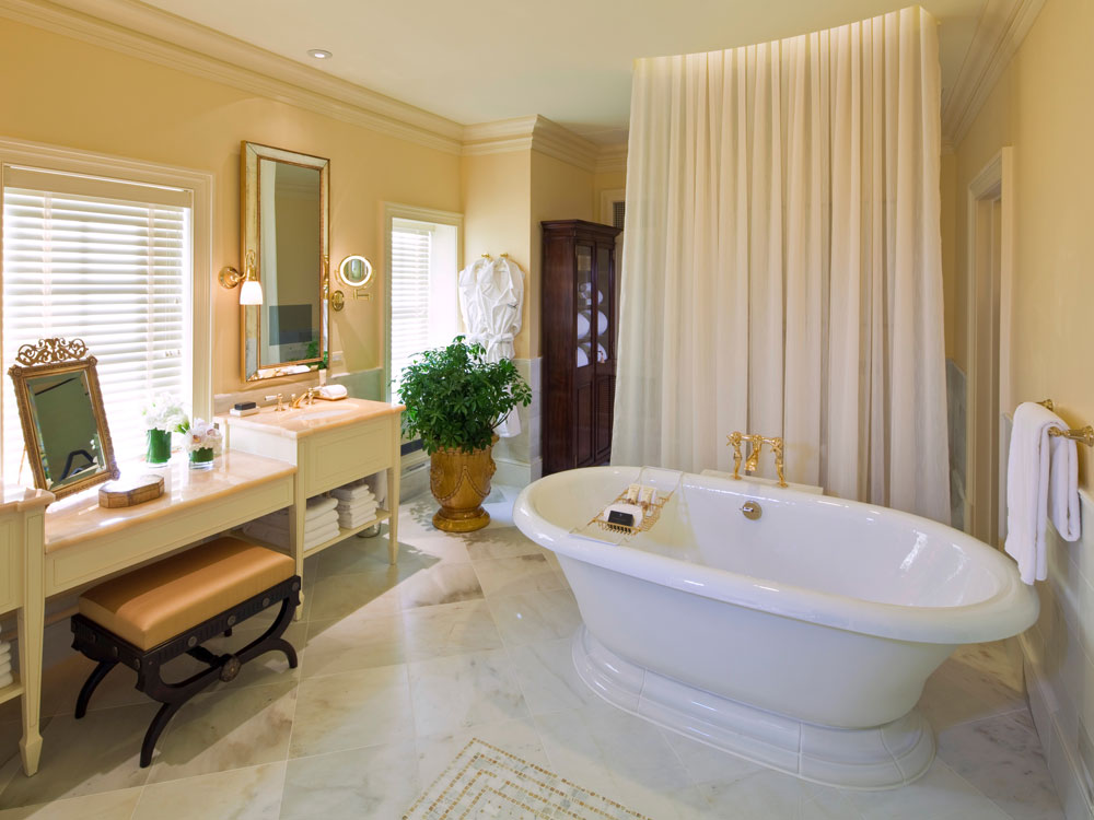 Luxury Hotel Bathrooms to Get Ready for a Girls' Night Out in DC