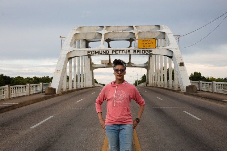 Carla_Hall_on_the_Edmund_Pettus_Bridge